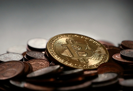 bank-bitcoin-blockchain-315785